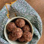 сурови-бонбони-фурми-ядки-бадеми-орехи-какао-здравословна-лесна-закуска
