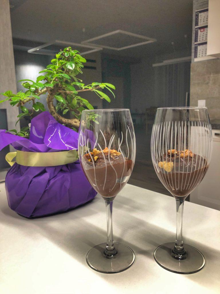 gotov-shokoladov-mus-visoki-chashi-avokado-vegan-bonzai