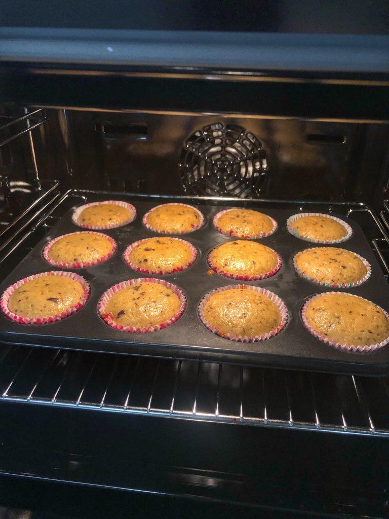 мъфини-бананов-хляб-в-процес-на-печене