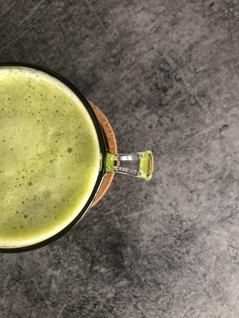 чаша-зелено-смути-мента-банан-спанак-киви-портокал-лайм