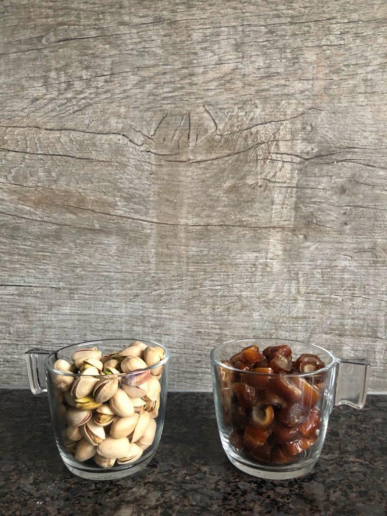 фурми-и-шам-фъстък-основна-съставка-на-бонбони-флапджак