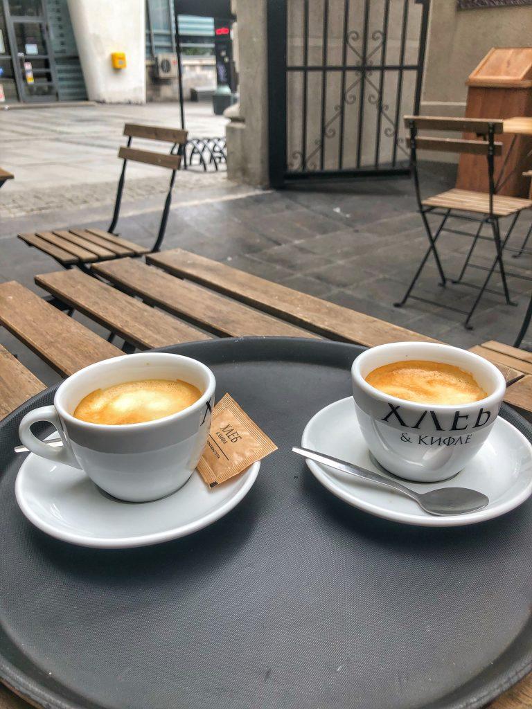 кафе-в-Белград-Сърбия-Хлеб-и-Кифле