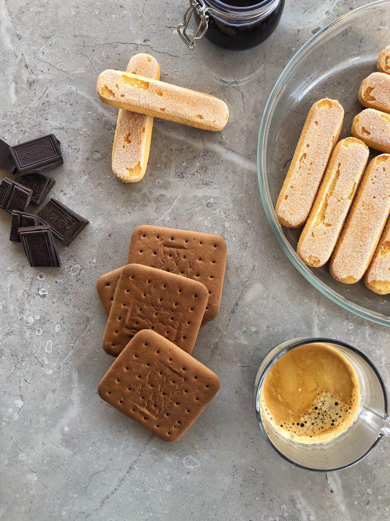 продукти-рецепта-бисквити-закуска-кафе-еспресо-черен-шоколад