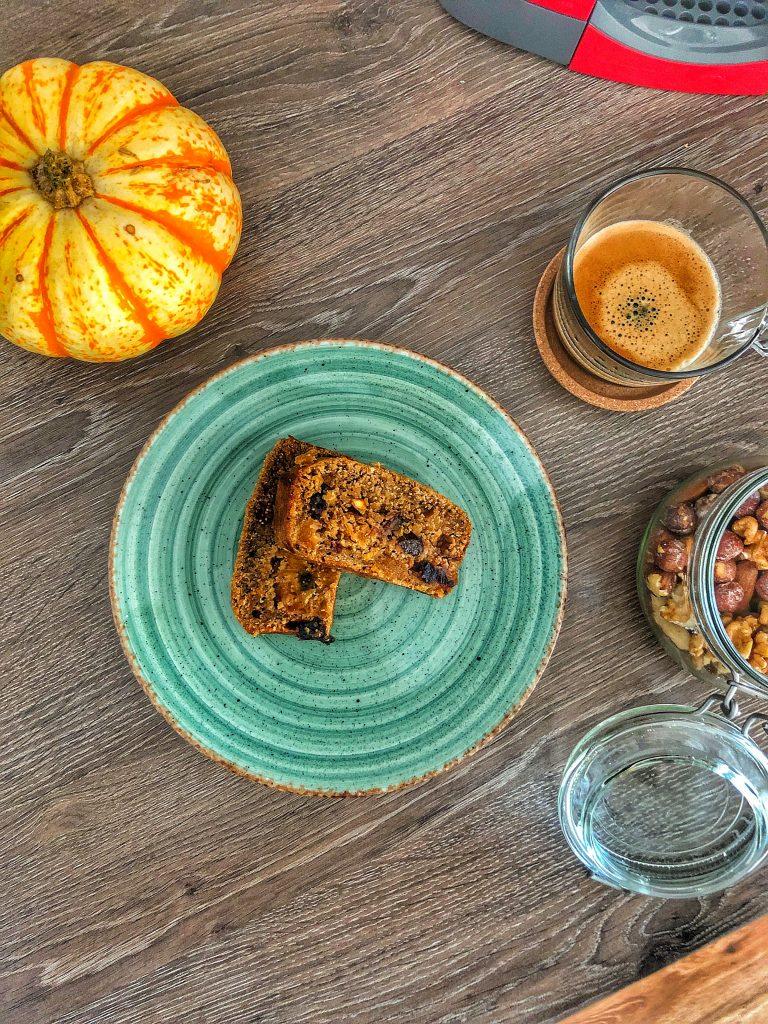 закуска-кейк-сушени-плодове-кафе-ядки-тиква