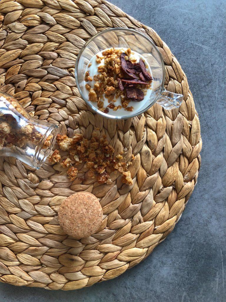 снимка на гранола с бадеми и орехи