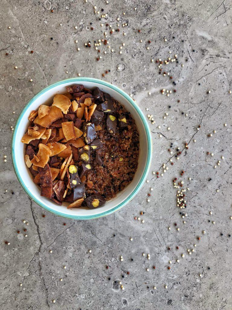 закуска-купичка-шарена-киноа-кокосово-ядково-мляко-черен-шоколад-шам-фъстък-какао