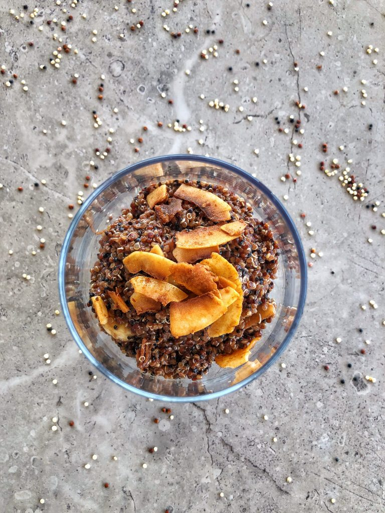 киноа-шоколад-какао-кокос-кокосов-чипс-веган-закуска-десерт