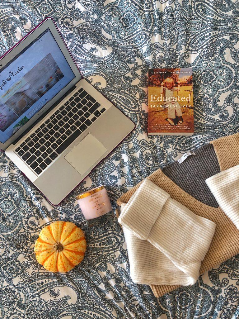 фотография-есен-тиква-свещ-лаптоп-макбук-пуловер-манго-educated-tara-westover