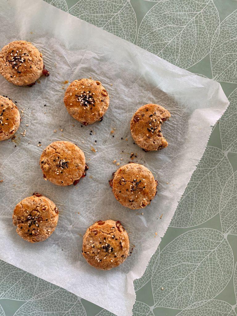 английски-сладки-хлебчета-сконс-със-стафиди