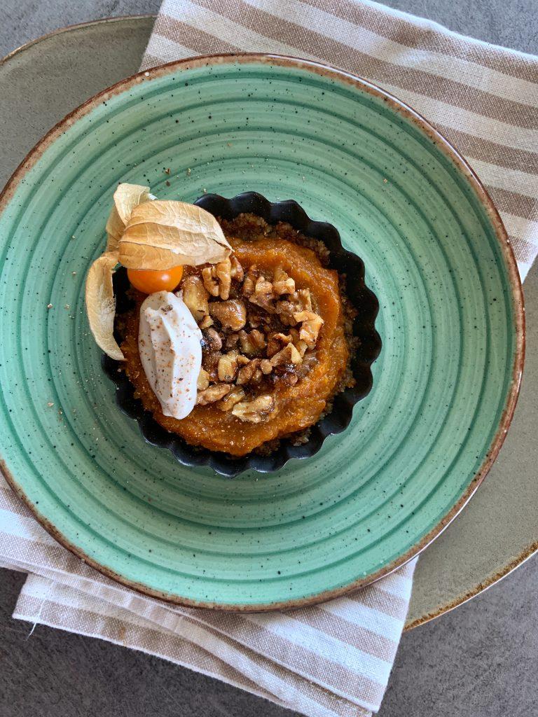 вкусът-на-есента-суров-мини-тарт-с-тиква-орехи