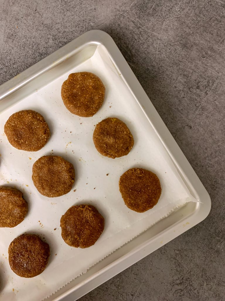 италиански-бисквитки-бадем-кафява-пудра-захар-ричарели-преди-изпичане