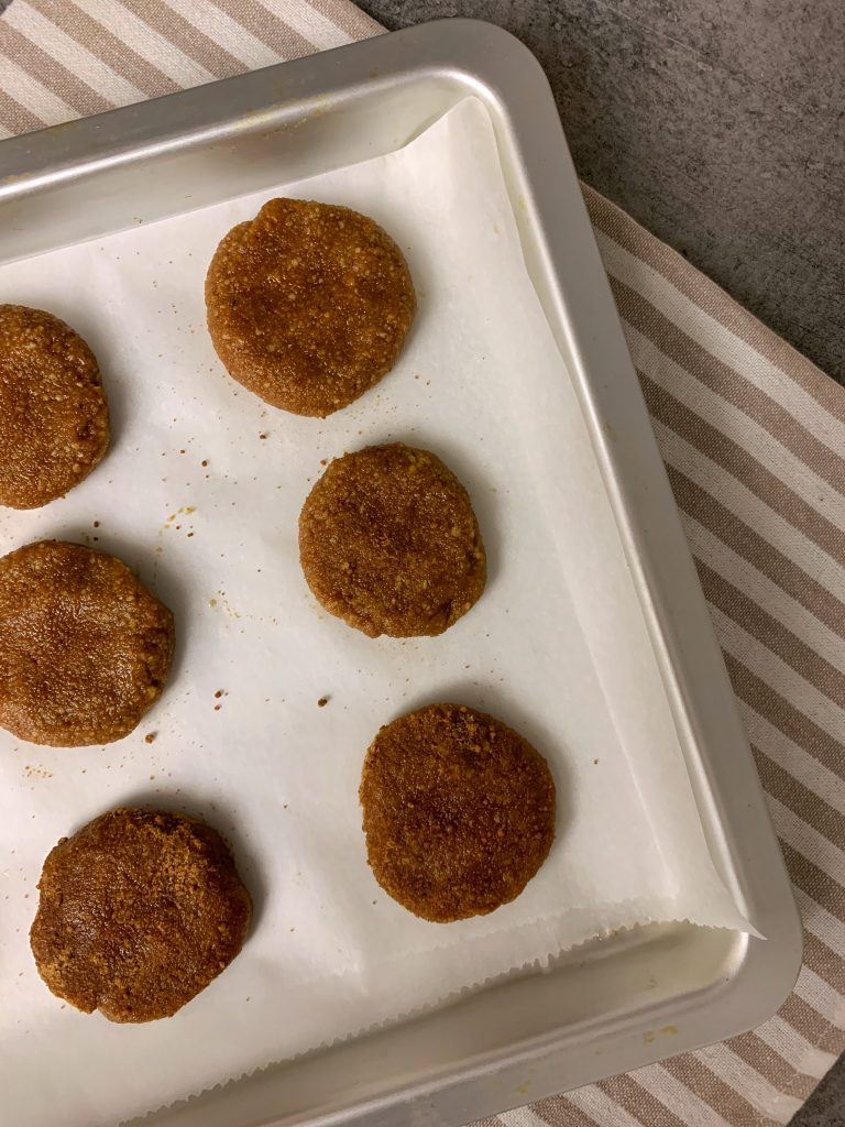 италиански-бисквитки-бадем-кафява-пудра-захар-ричарели