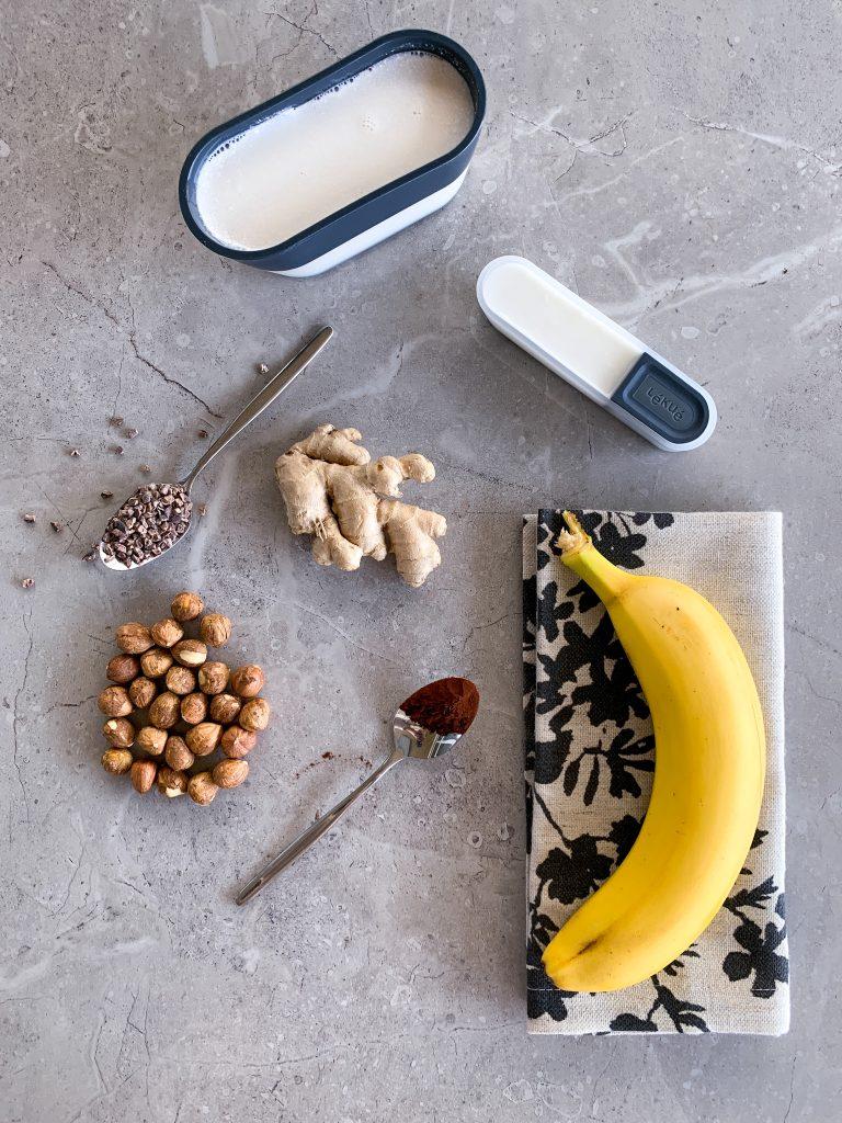 продукти-какао_какаови_зърна_банан_лешници_джинджифил_бадемово_мляко_кокосова_сметана