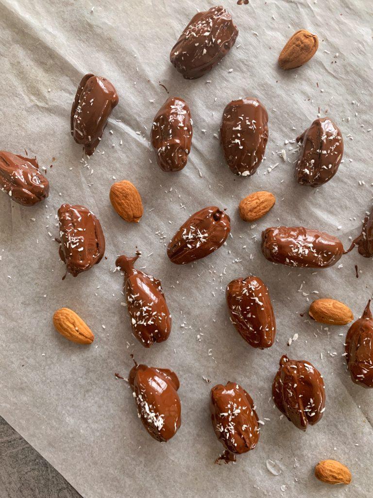сурови-бонбони-фурми-шоколад-кокосови-стърготини