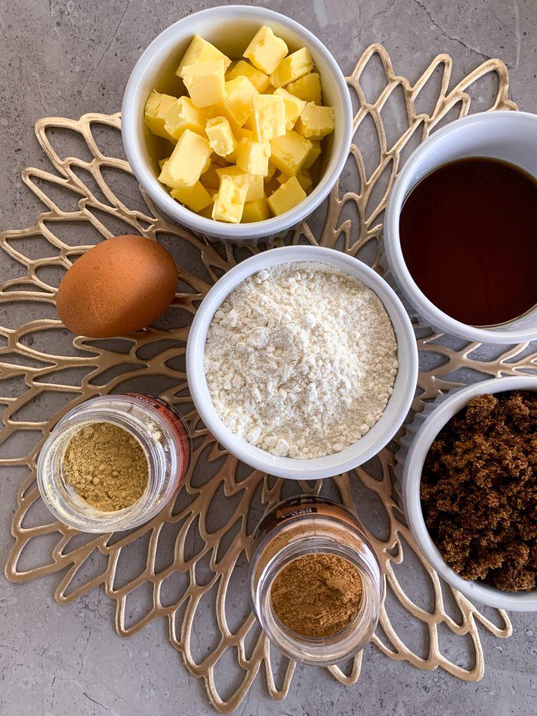 съставки-коледни-бисквити-масло-яйце-джинджифил-канела-захар-мускавадо-кленов-сироп-брашно