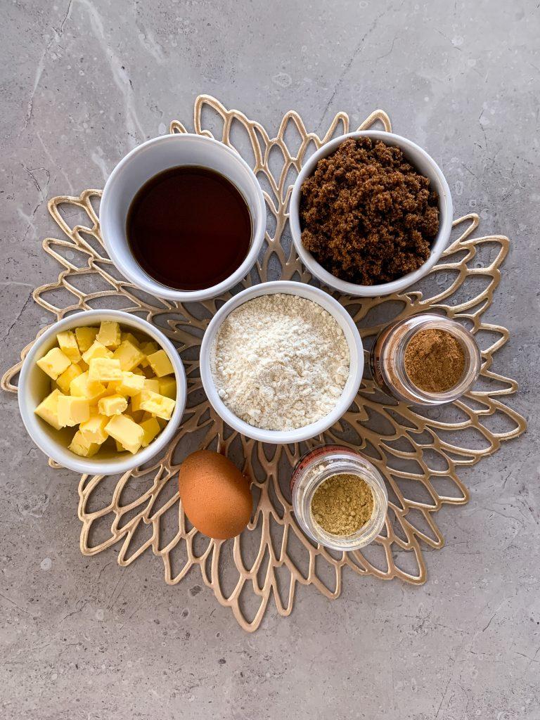 съставки-коледни-бисквити-масло-яйце-джинджифил-цейлонска-канела-захар-мускавадо-кленов-сироп-брашно
