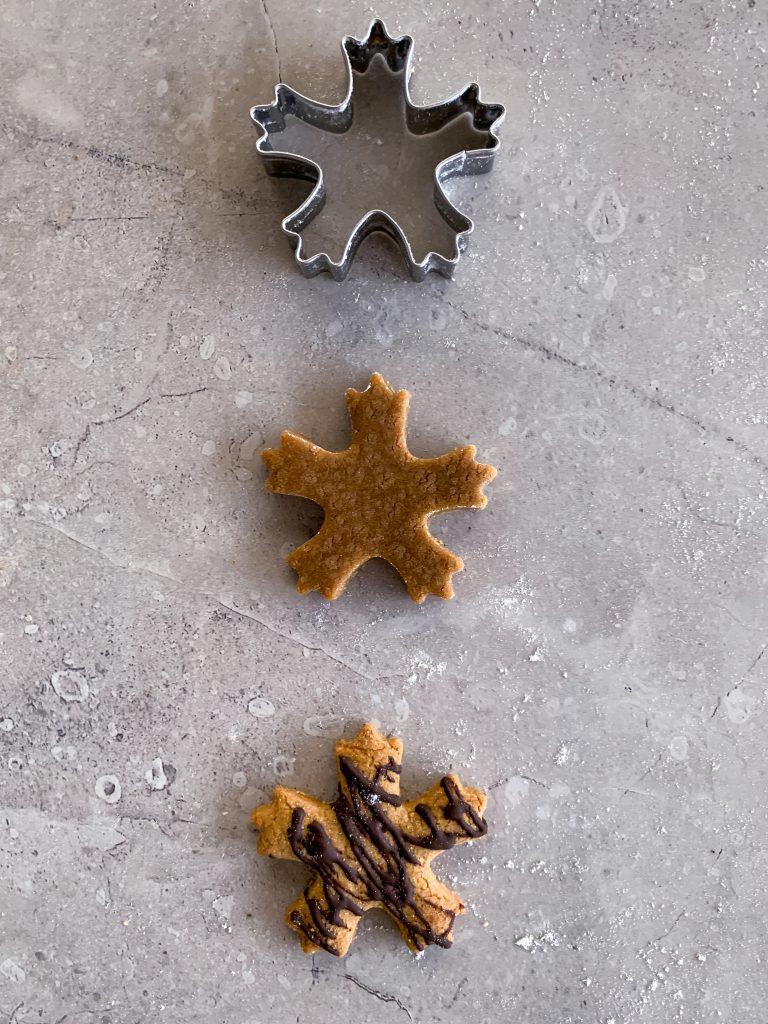 форма-тесто-изпечена-бисквитка-коледна-форма-снежинка