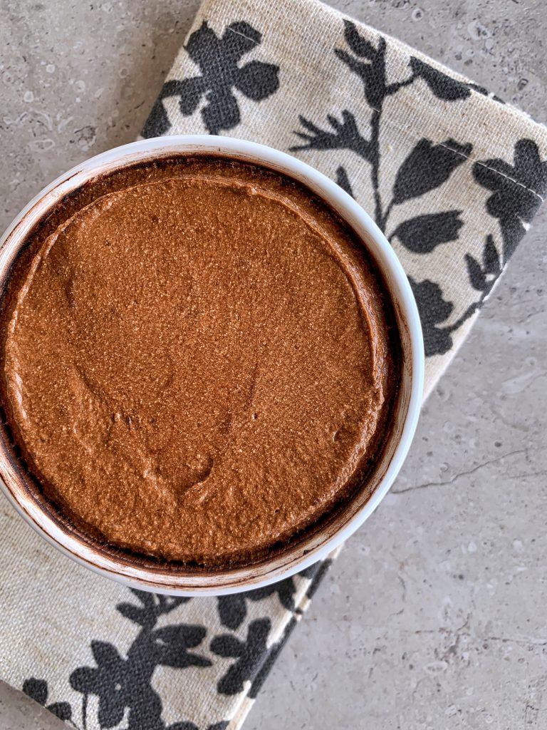 смес-шоколадово-суфле-след-изравняване-и-ръб