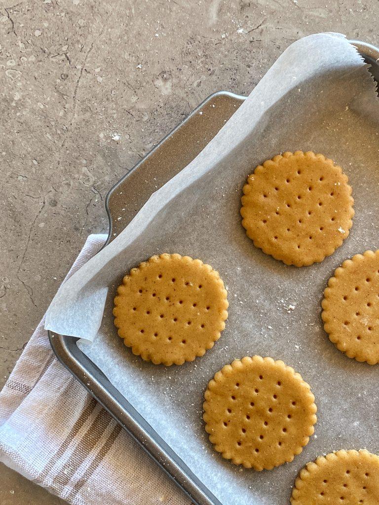 маслени-бисквитки-с-бадеми-преди-изпичане