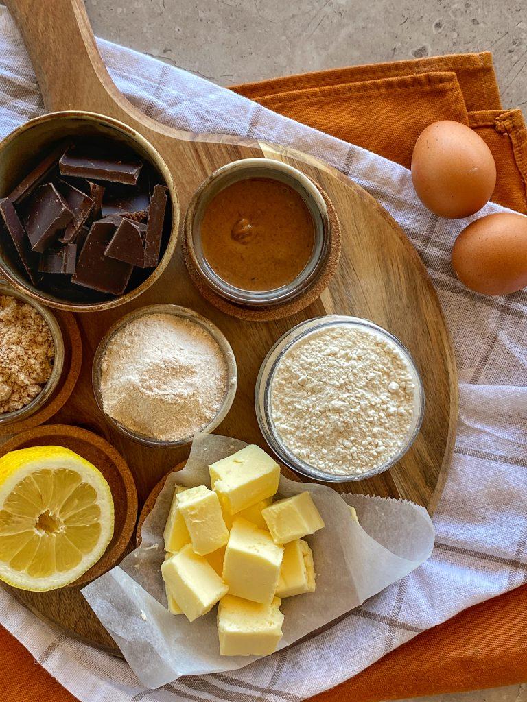 продукти-домашни-бадемови-бисквитки-масло-бадемово-брашно-лимон-шоколад-тахан-домашна-пудра-захар