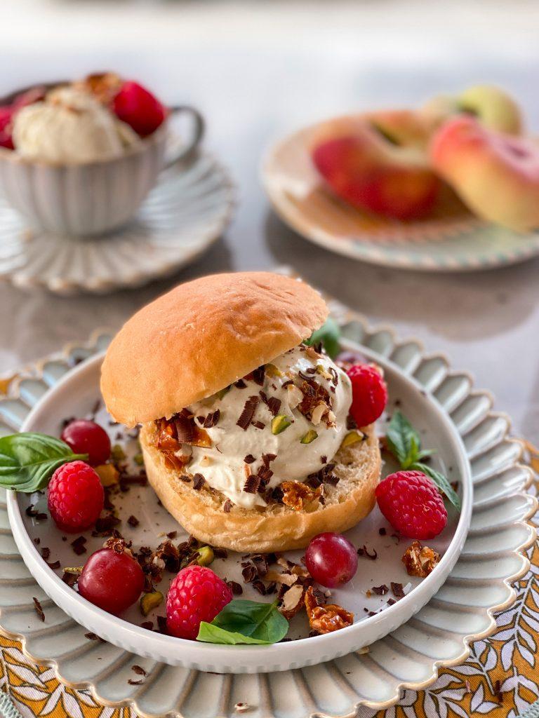рецепта-бриош-домашен-сладолед-плодове-Sicilian-brioche-con-gelato
